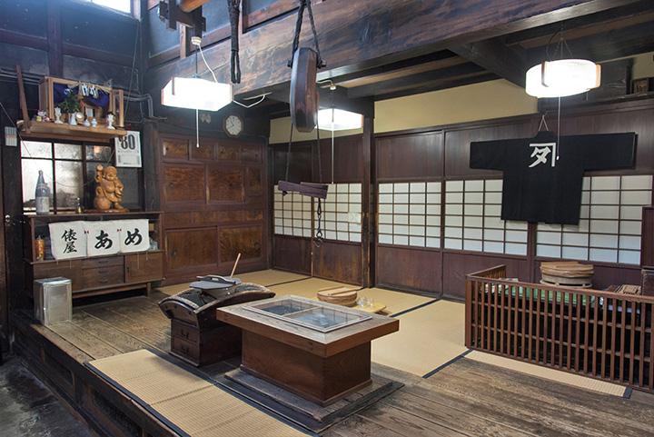 1830年(天保元年)創業。当時の趣が残る建物は、金沢市の指定保存建造物