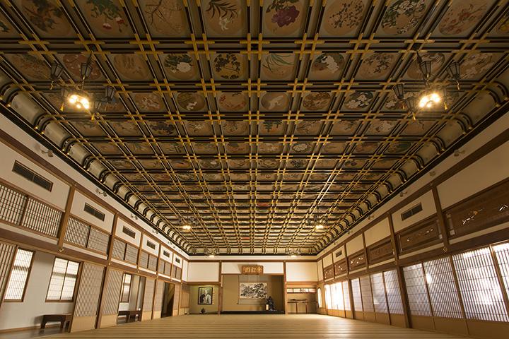 「傘松閣(さんしょうかく)」の絵天井は必見 写真提供:大本山永平寺