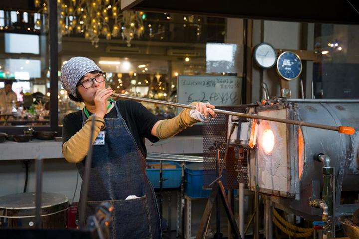 「吹きガラス制作体験」4,500円~。制作物で料金が異なる。体験はすべて要予約