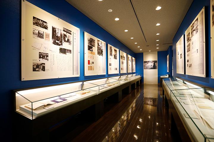 72年にわたる室生犀星の生涯と作品、交友と人柄を紹介する展示室