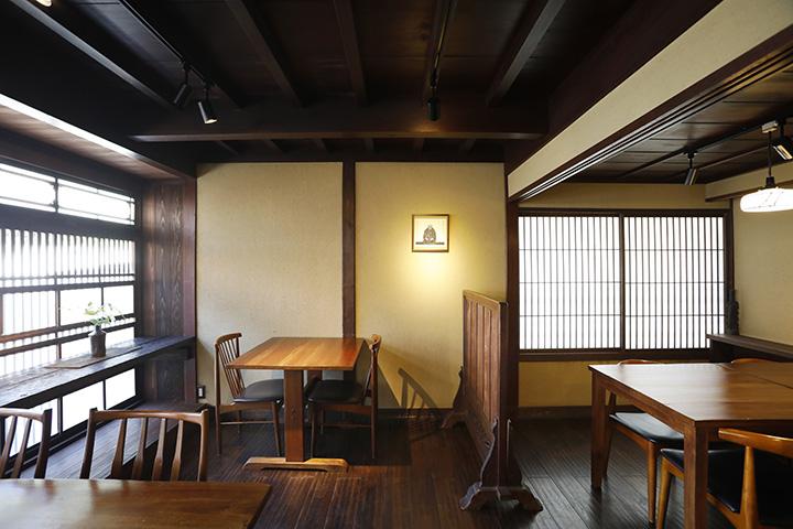「ひがし茶屋街」に立つ築100年ほどの建物をセンス良く活用