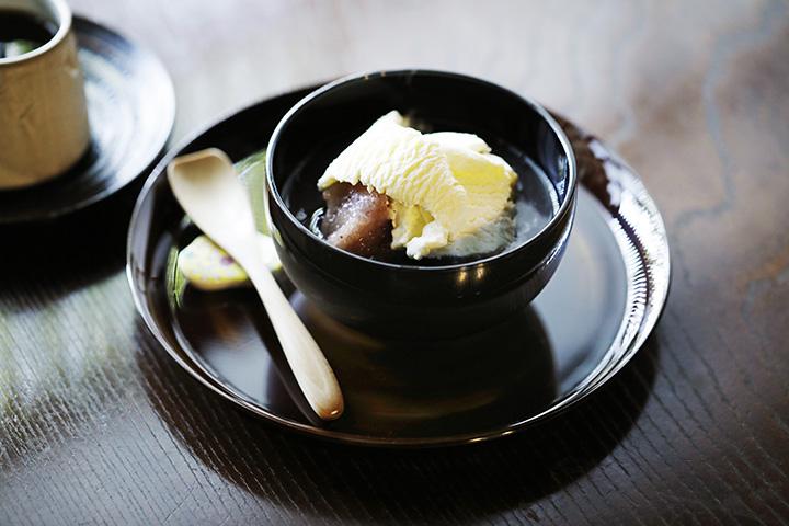 削った小豆氷がひんやりおいしい「ぜんざいセット」(コーヒー付き)1,000円