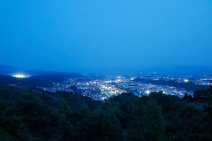 見晴らし台から眺める市街地方面の夜景
