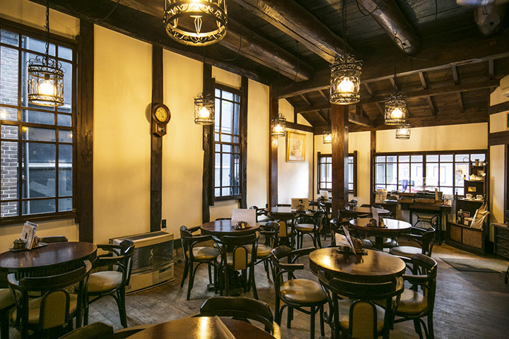 1976年(昭和51年)から続くレトロな雰囲気の喫茶店「會津壹番館(あいづいちばんかん)」