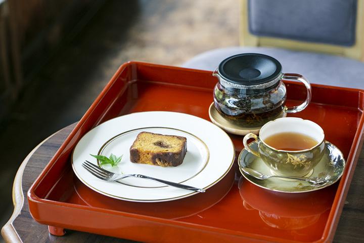 ケーキセット800円。コーヒーか紅茶が付く