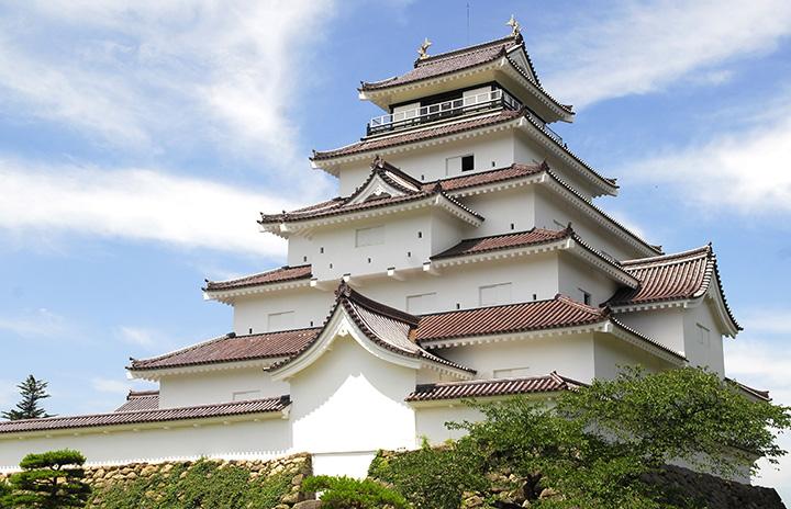 会津若松市のシンボル。一年を通じて多くの観光客が訪れる
