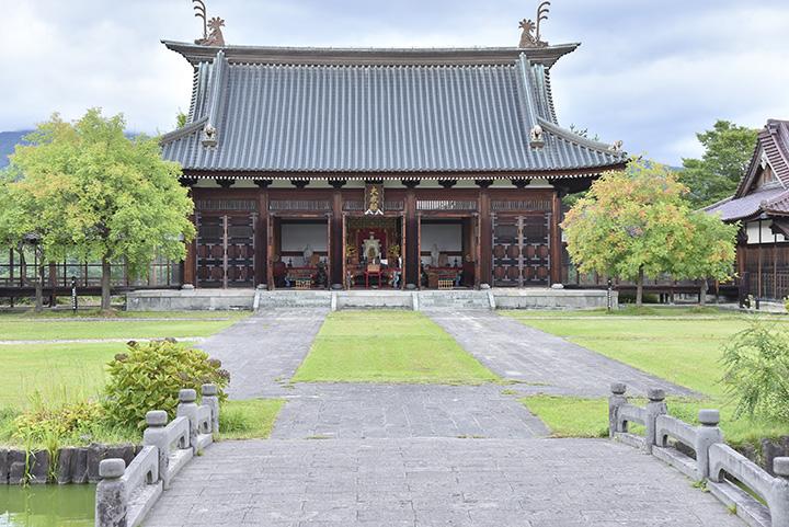 日新館の中核となる「大成殿」。中国寺院のような風格が漂う