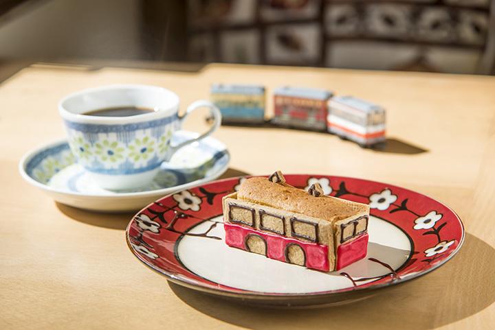 「トコトコ登山電車のパウンドケーキ」550円、「強羅味わいブレンドコーヒー」550円