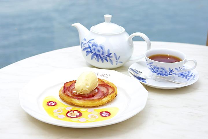 「ロザージュ伝統のあつあつりんごパイ」(ポットサービスのティーセット2,360円 単品1,634円)