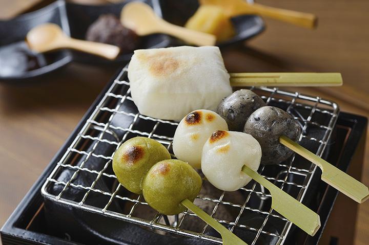 3種のだんごに切り餅が付いた「本陣だんご」1,020円(税別)