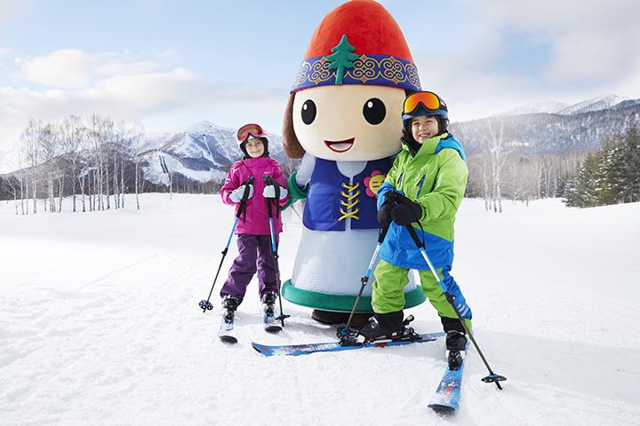 オリジナルキャラクターの「ニポ」。一緒に滑るうち、スキーやスノーボードが大好きに