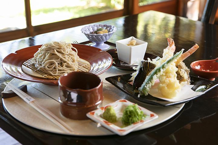 季節の食材と蕎麦を取り合わせた「箱根山膳」2,860円