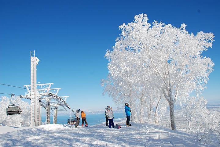 標高1,023mの手稲山(ていねやま)山頂からは札幌市街地や石狩湾、大雪山系まで一望できる