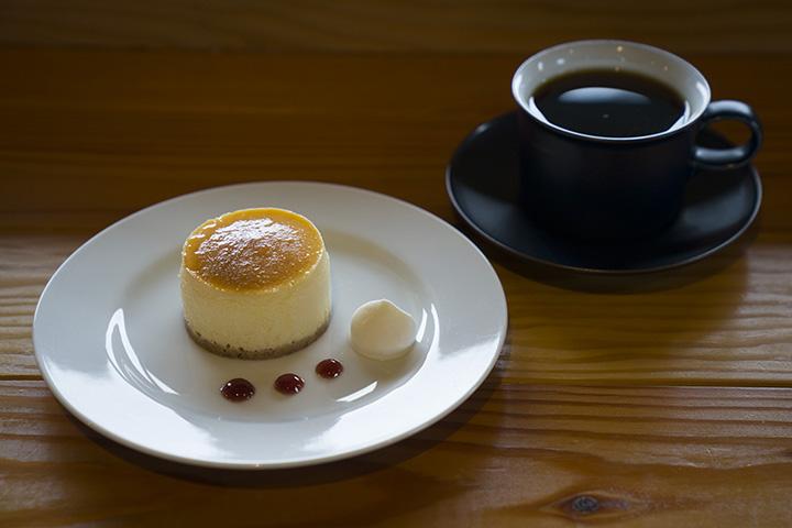 「ハンドドリップコーヒー」500円と「チーズケーキ」470円