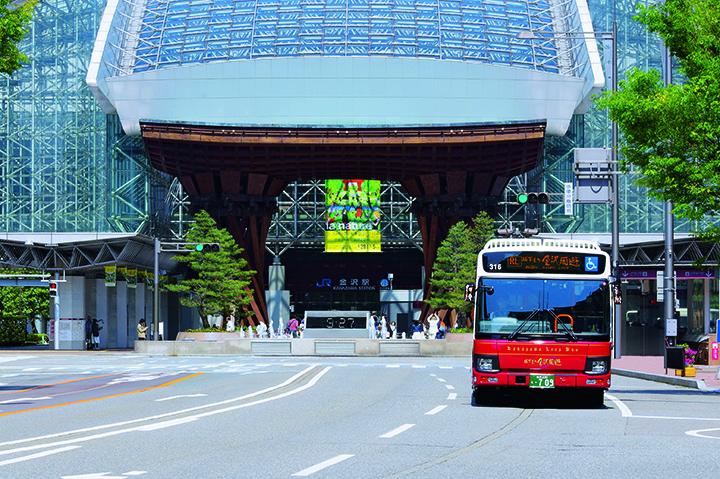 金沢観光はバスがお得で快適!利用方法とポイントを知っておこう