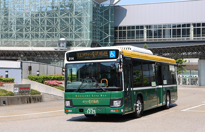 左まわりルートの「城下まち金沢周遊バス」 写真提供:金沢市