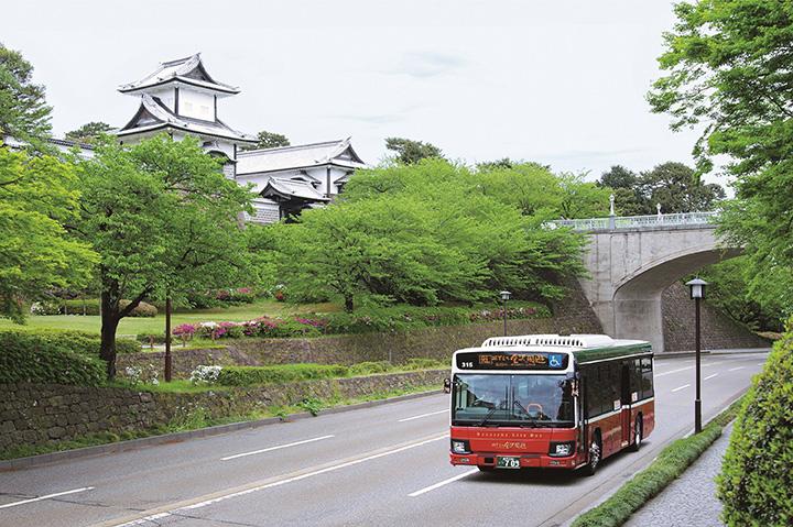 右まわりルートの「城下まち金沢周遊バス」 写真提供:金沢市