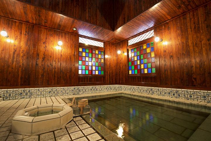 ノスタルジックな雰囲気が漂う浴室