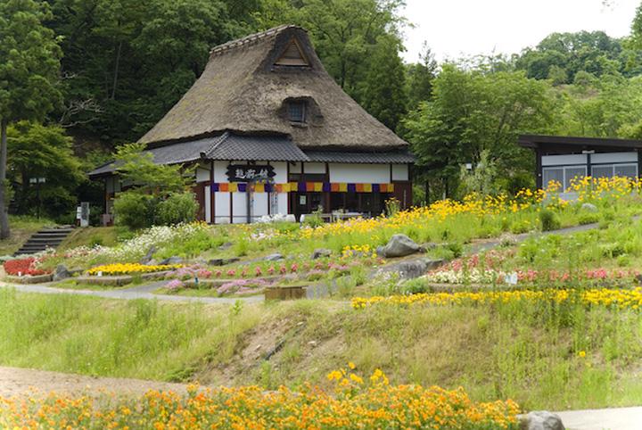 江戸末期の茅葺き民家を移築した「越前の館」