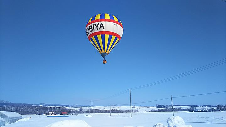 鳥の目線で楽しむ空中散歩は、大地が雪で覆われる冬だけの特別体験