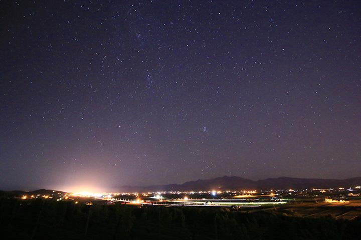 冬の澄んだ空気の中では星空や夜景がひときわ美しく見える