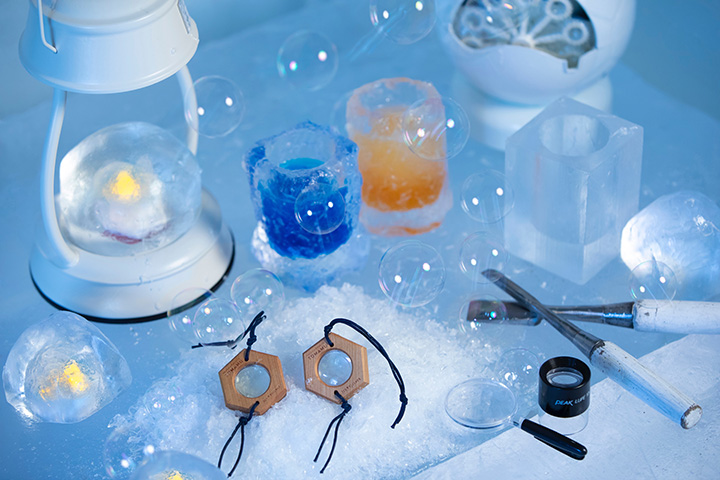 「氷のアトリエ」では「氷のグラス作り」や「雪の結晶キーホルダー作り」などが楽しめる