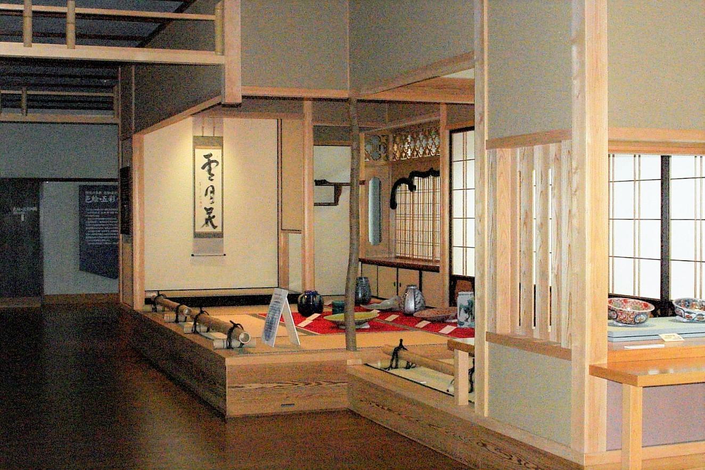 加賀の旧家のような雰囲気の「色絵・五彩の間」