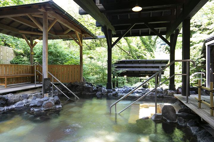 見晴らし湯、岩風呂など多彩な湯を楽しめる大浴場「大湯」