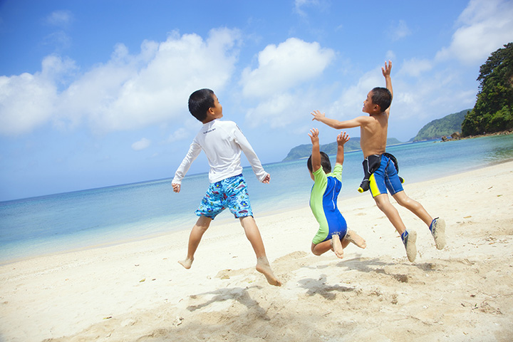 遠浅の海は子ども連れの海水浴にぴったり