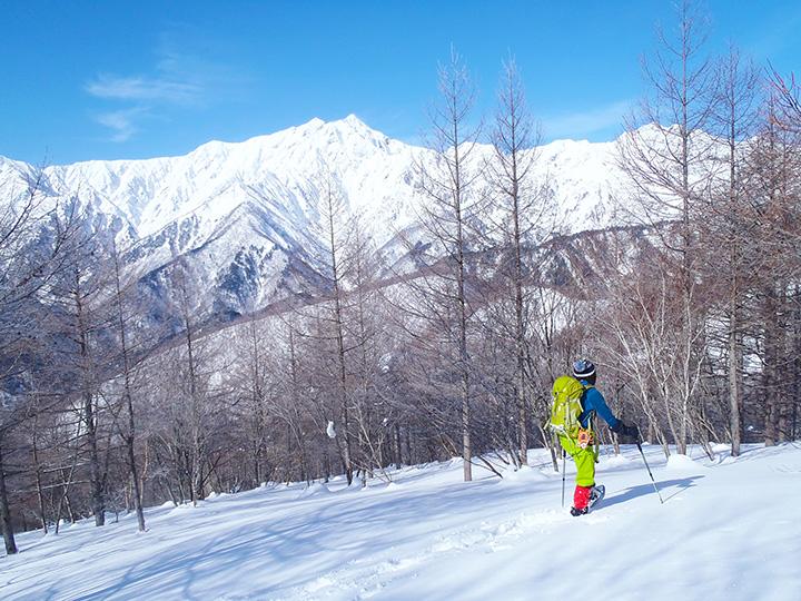 フカフカの雪の上でのハイキングは、浮遊感があってなんとも楽しい