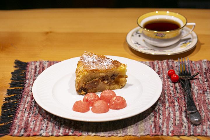 「ケーキセット」900円~。季節のケーキと本日のコーヒーが味わえる