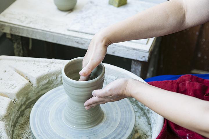 ろくろ体験では湯呑みやマグカップ、飯椀が作れる