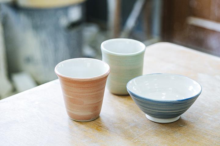 陶芸体験で作る器の一例。色も選べる
