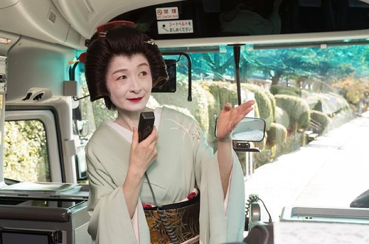 敷居が高いイメージの芸妓さんがぐっと身近な印象に。はんなりとした金沢言葉も心地良い