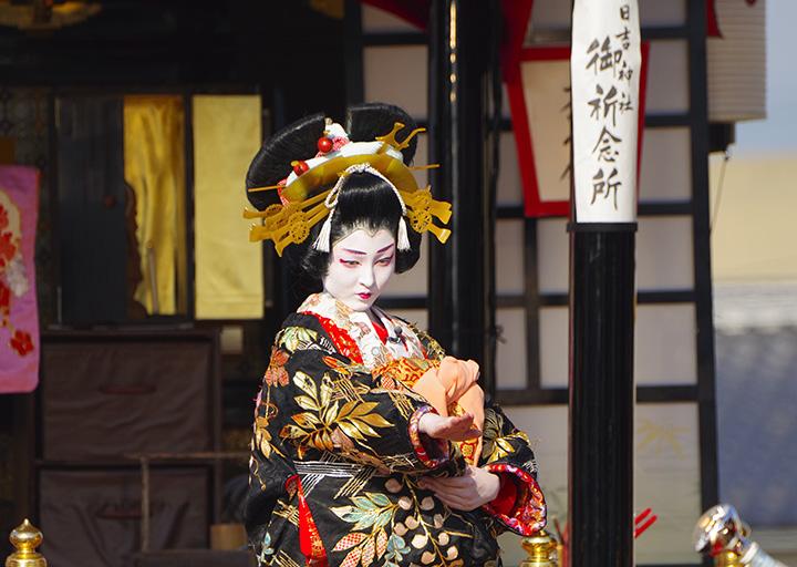 大人顔負けの熱演ぶりに、江戸時代からの伝統を受け継ぐ誇りがうかがえる