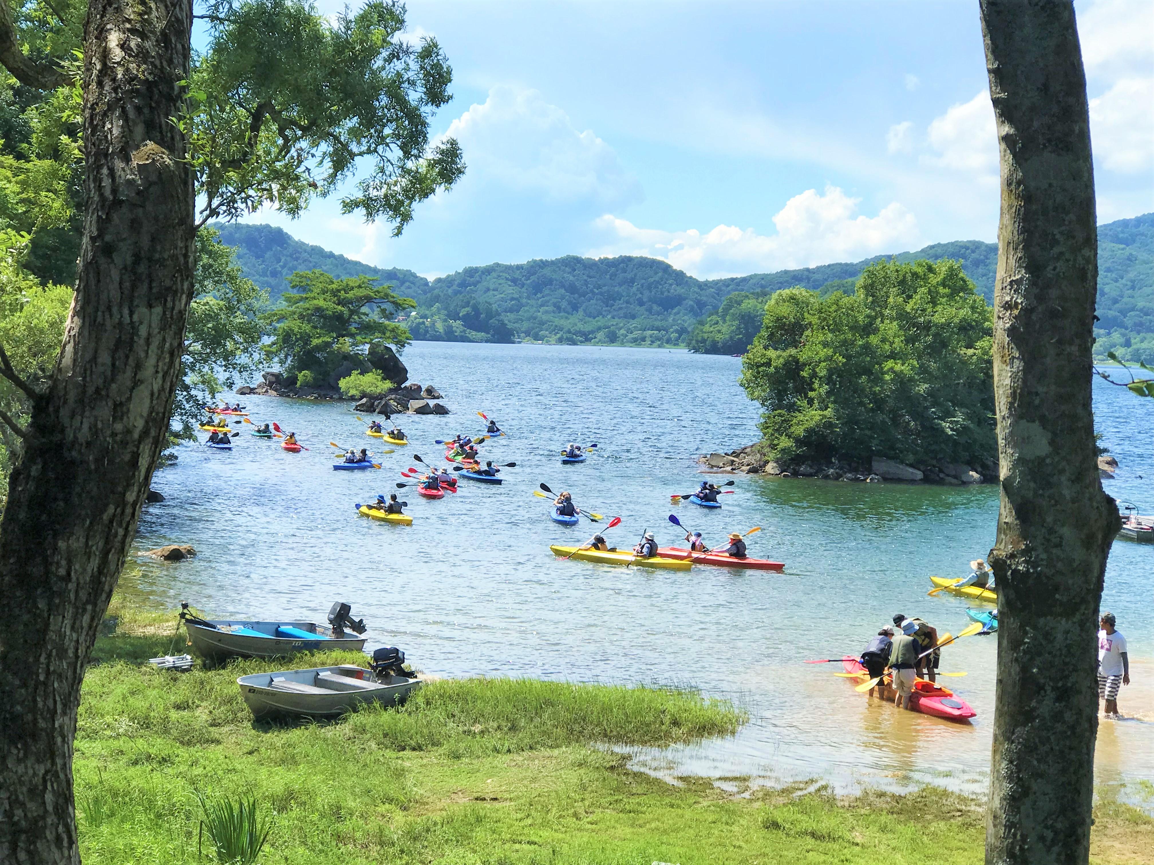 40以上の小島が密集する桧原湖のいかり潟でカヌー体験