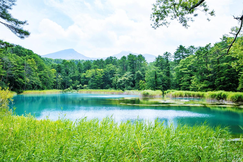磐梯山と湖沼を一緒に眺められる「瑠璃沼」