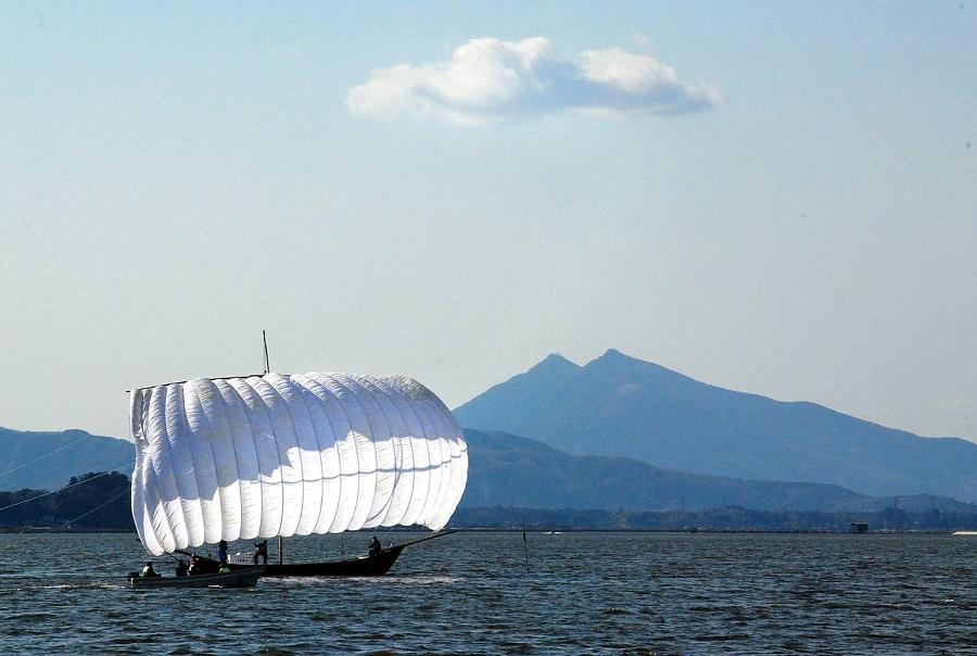 筑波山をバックに映える「帆引き船」
