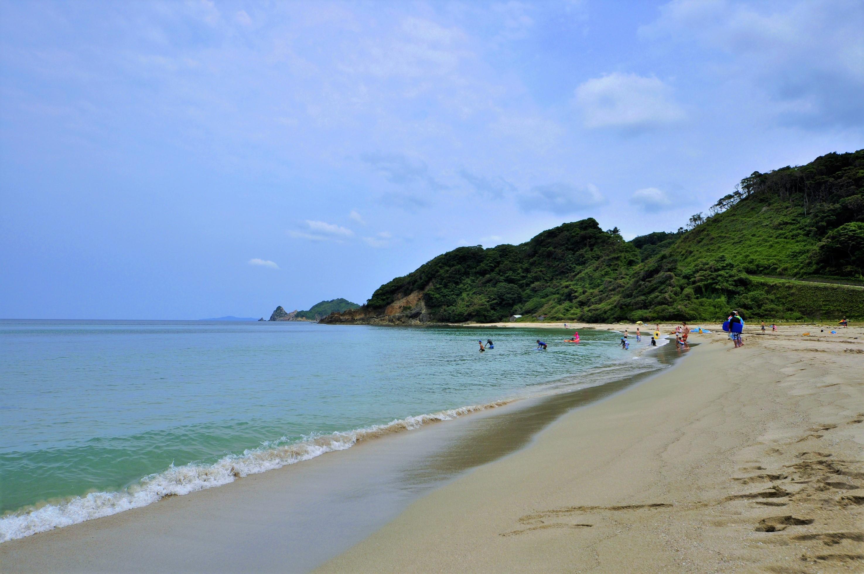 白浜とコバルトブルーのコントラストが美しい、ニ位ノ浜海水浴場