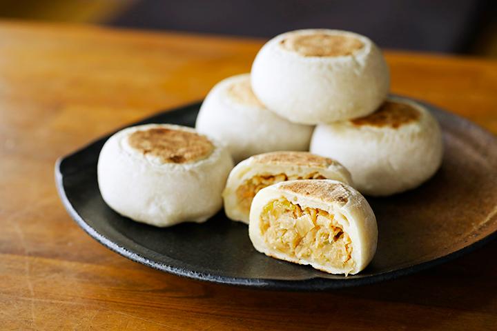 「切り干し大根」はニンジン、タマネギとともにあえて味噌で味付け。12月下旬~4月には「野沢菜」が登場