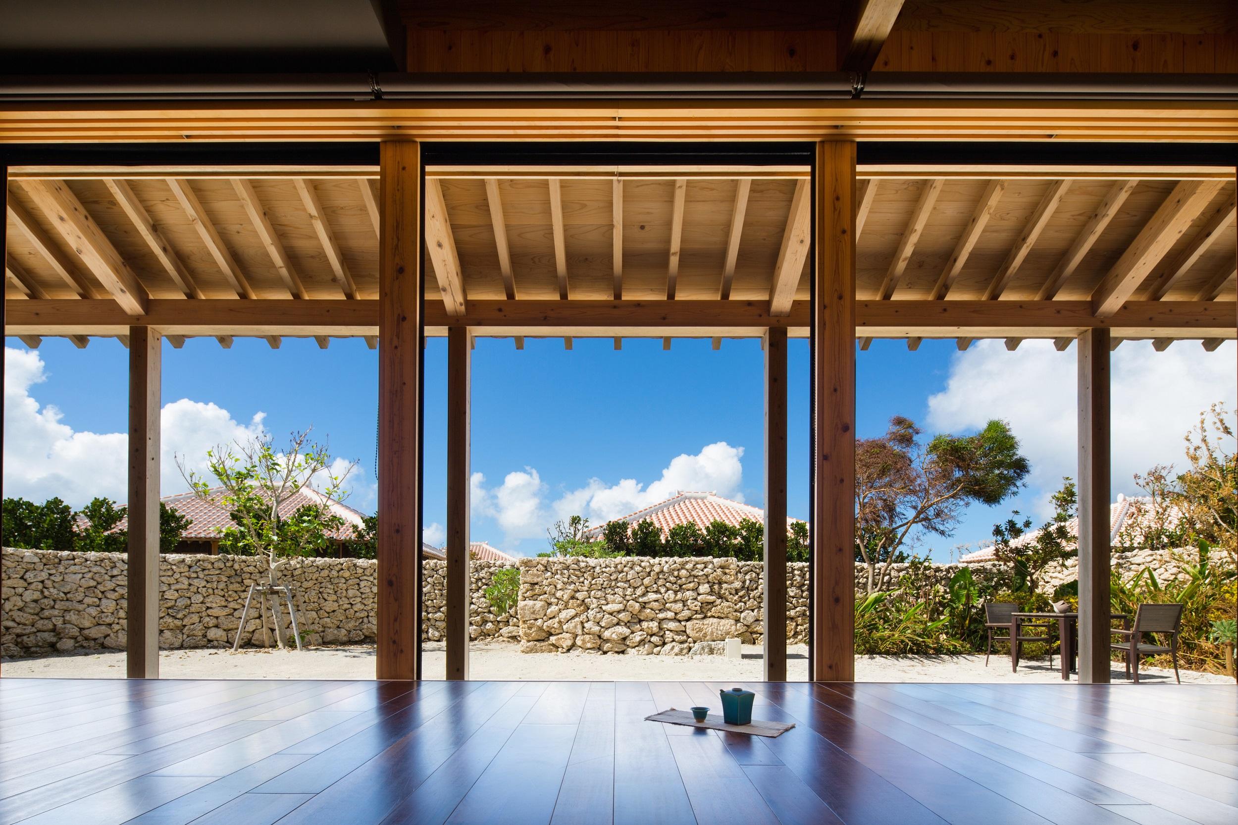 客室の家屋は3タイプ。島の伝統建築を忠実に再現し、訪れた島民が「懐かしい」と驚くほど