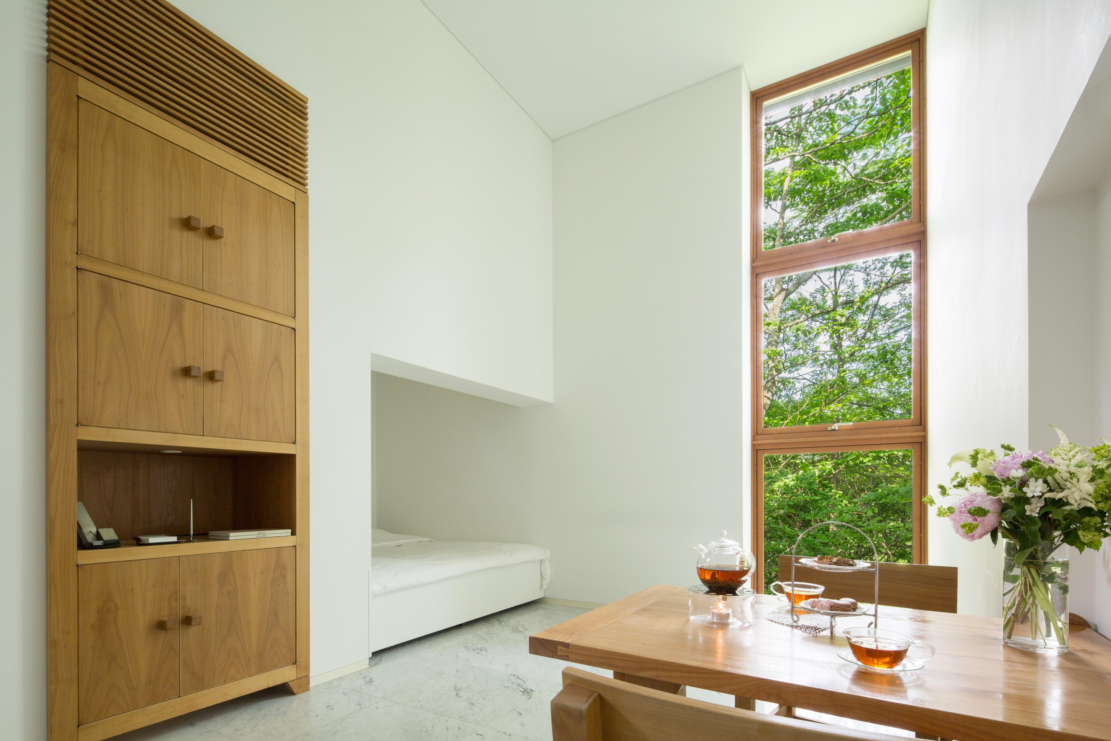 木立の中に佇む客室は、全て独立したコテージスタイル