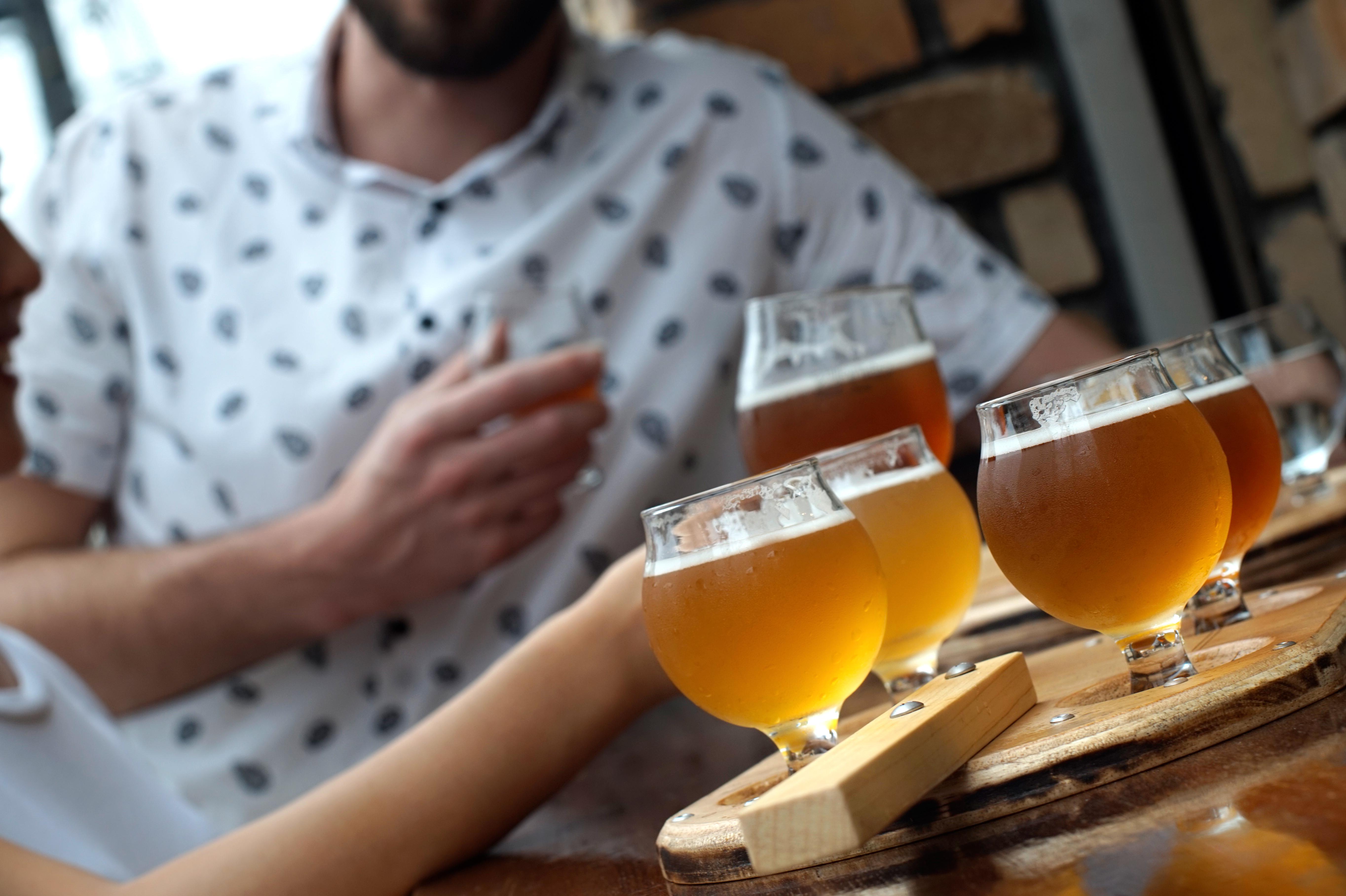 9種のビールから4種を選んで飲み比べできるテイスティングセット4種1,500円