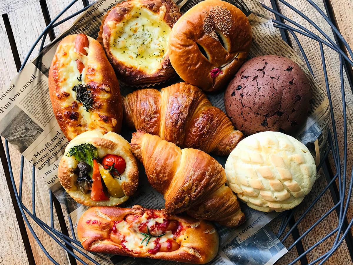 モーニングセットでは、職人が焼くパンを自由に選べる