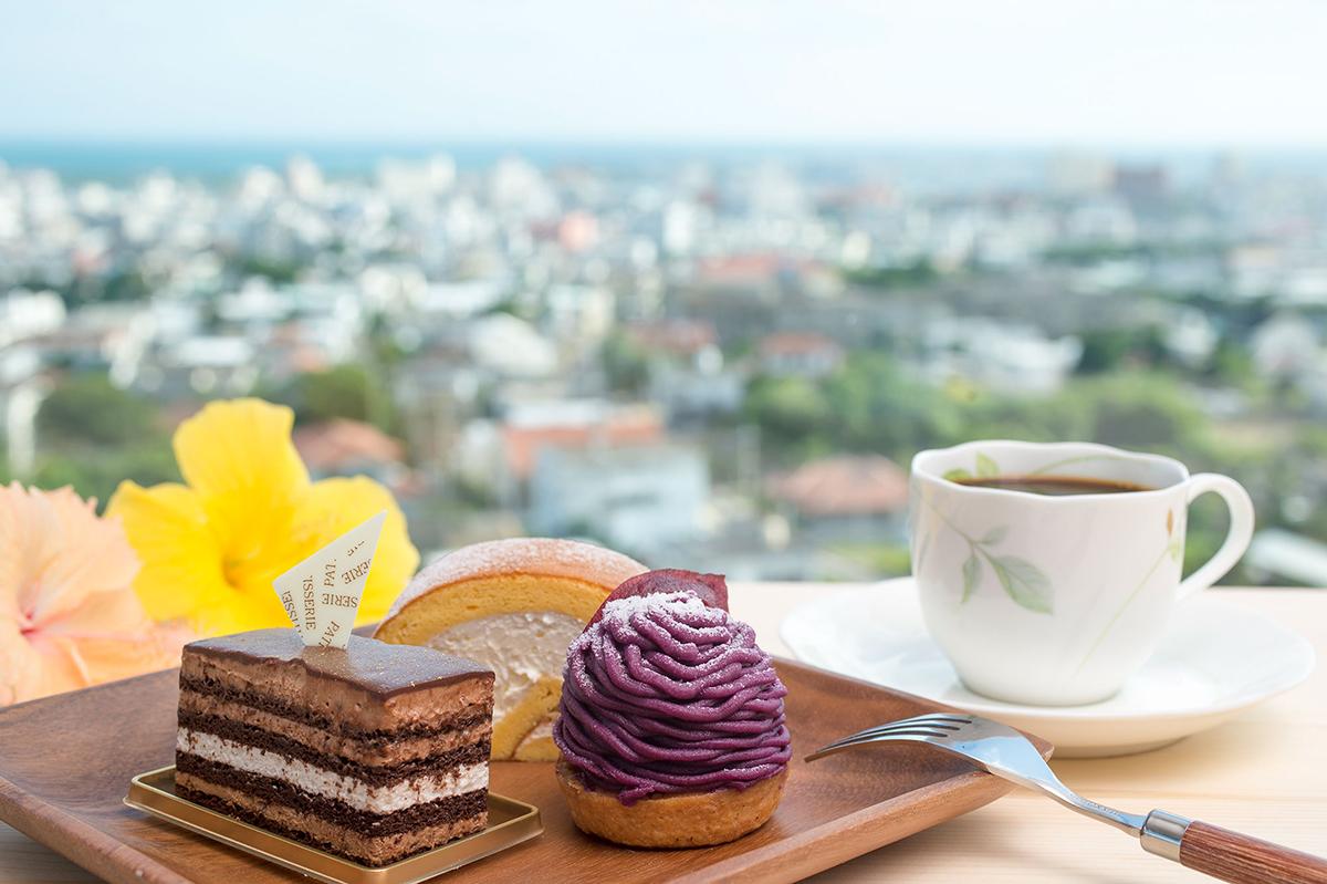 左から「ショコラバナーヌ」480円、「ロールケーキスフレ」270円(1カット)、「紅芋モンブラン」400円
