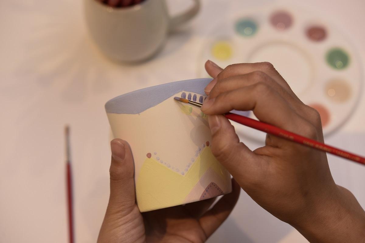 絵の具を使った陶芸絵付け「ポタリーペインティング体験」(所要約60分)