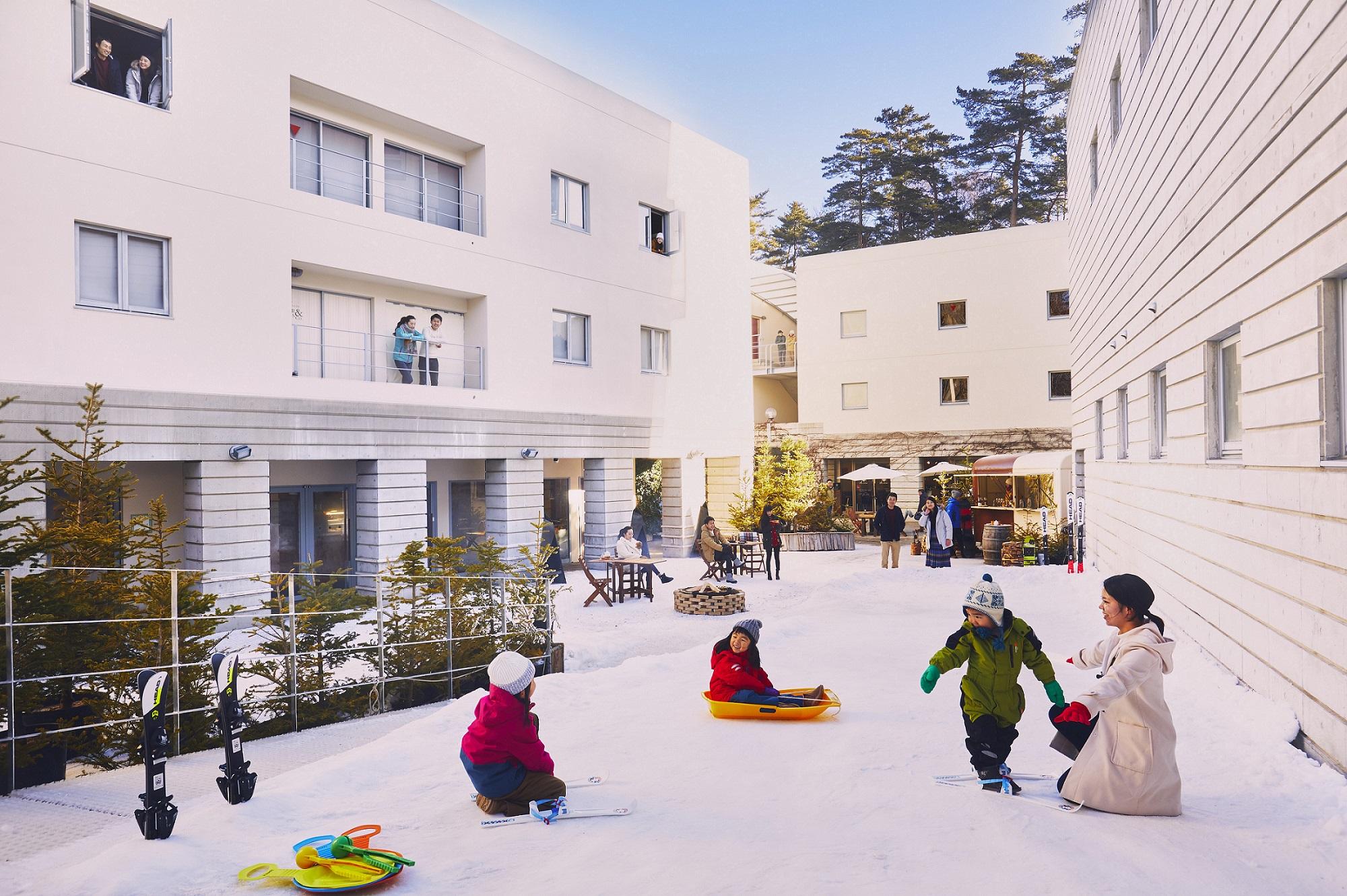 期間限定で登場するミニゲレンデ。客室目の前なのでいつでもラクラク雪遊び