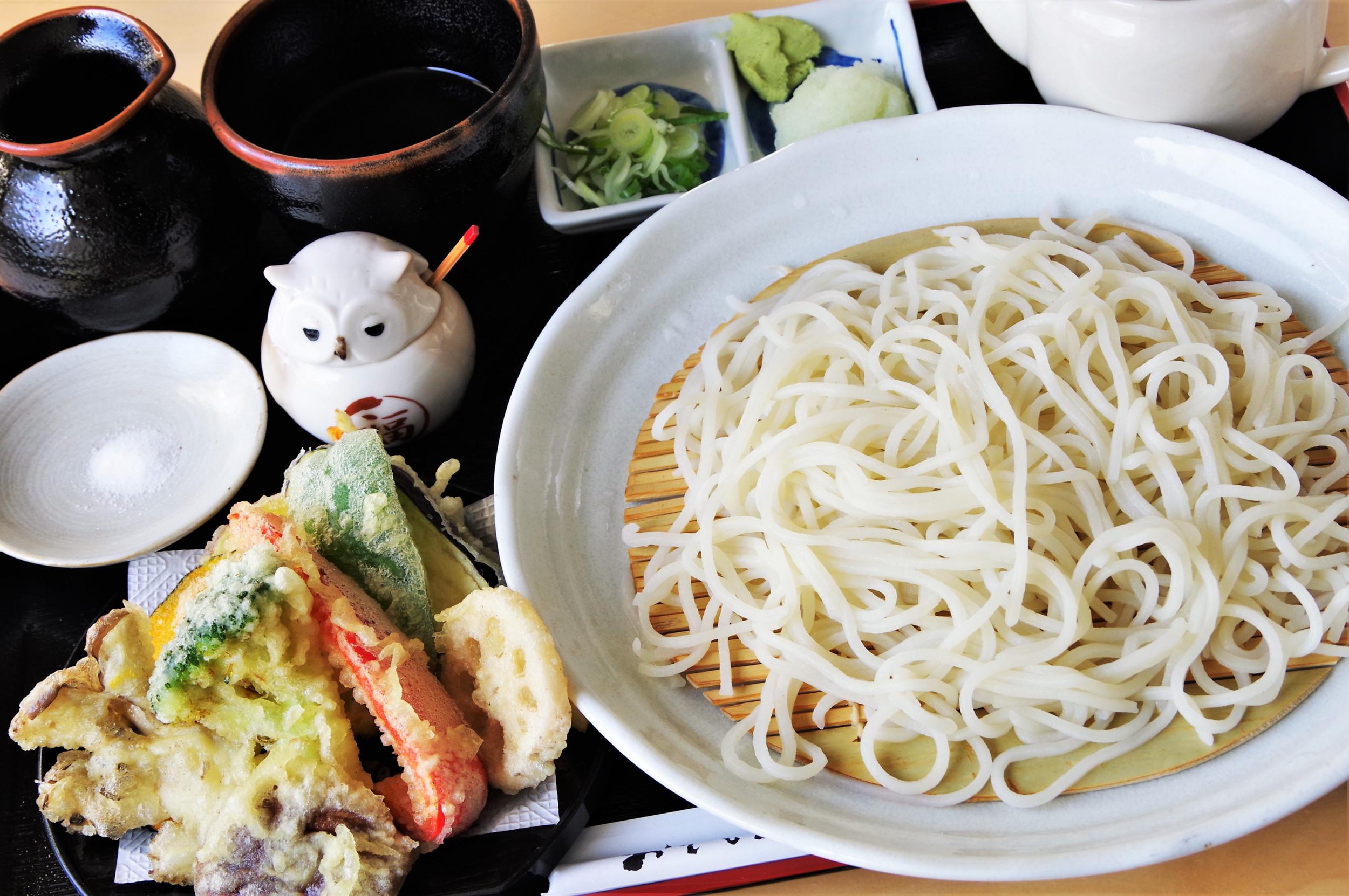 「季節の野菜天別添え蕎麦(更科蕎麦)」800円