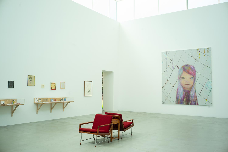 通常、展示作品は年に1回更新される。※写真は2021年4月の展示の様子 ©︎YOSHITOMO NARA