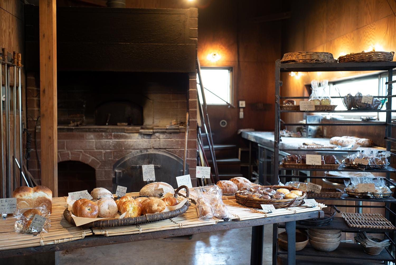 ハード系のパンを中心に、ベーグルや焼き菓子なども販売